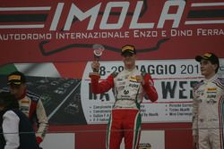 Podio Gara 2: il vincitore Mick Schumacher, Prema Powerteam, il secondo classificato Marcos Siebert,