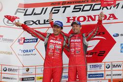 Podium GT500: 1. Tsugio Matsuda, Ronnie Quintarelli, Nismo
