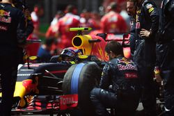 Max Verstappen, Red Bull Racing RB12 sur la grille