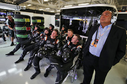Sahara Force India F1 Team mechanics watch the race with Antonio Perez, father of Sergio Perez, Sahara Force India F1 Team