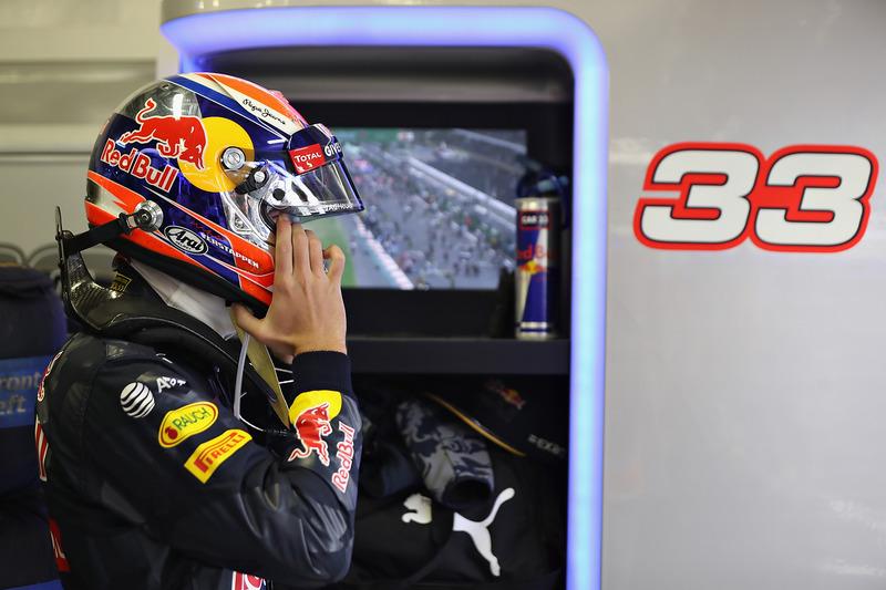 Verstappen fue sancionado con 5 segundos, bajando a la quinta posición, y el podio caía en manos de Vettel