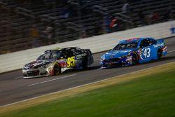 Aric Almirola, Richard Petty Motorsports Ford, Michael McDowell, Circle Sport Leavine Family Racing Chevrolet