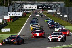 Yarış başlangıcı: #84 HTP Motorsport, Mercedes-AMG GT3: Maximilian Buhk, Dominik Baumann, Jazeman Ja