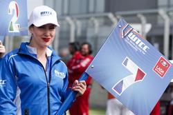 Grid girl of Hugo Valente, LADA Sport Rosneft