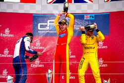 Podium: Sieger Jordan King, Racing Engineering; 2. Luca Ghiotto, Trident; 3. Oliver Rowland, MP Moto