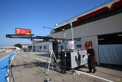 #7 Audi Sport Team Joest, Audi R18 is preparing