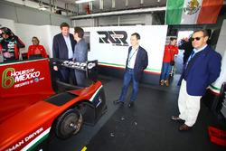 Gerard Neveu, CEO de WEC con Toni Calderón, RGR Sport Director deportivo y comercial, Lindsay Owen-Jones, Presidente de la Comisión de resistencia de la FIA y Pierre Fillon, Presidente de ACO