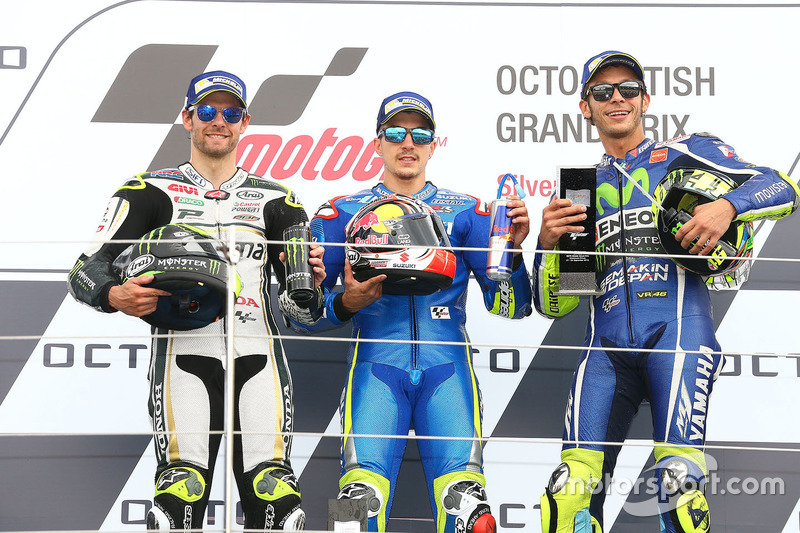 Podio: ganador de la carrera Maverick Viñales, equipo Suzuki MotoGP, segundo lugar Cal Crutchlow, equipo LCR Honda, tercer lugar Valentino Rossi, Yamaha Factory Racing