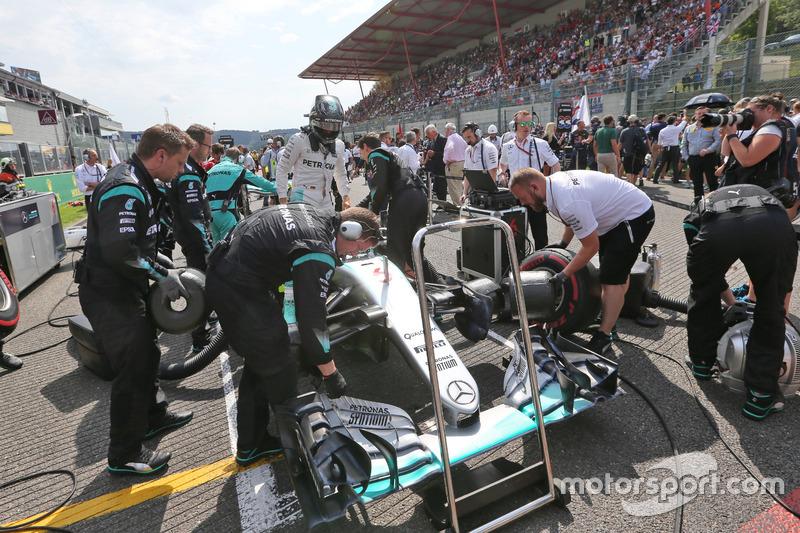 Nico Rosberg, Mercedes AMG F1 W07 Hybrid in griglia