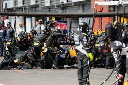 Jolyon Palmer, Renault Sport F1 Team RS16 hace una parada en boxes