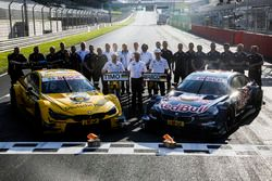 Timo Glock and Marco Wittmann, BMW Team RMG celebrate the double win with the team