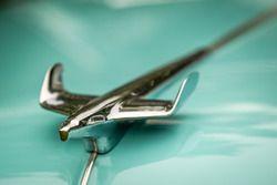 Classic Grand Tour: Chevrolet Bel Air ornamento de capilla