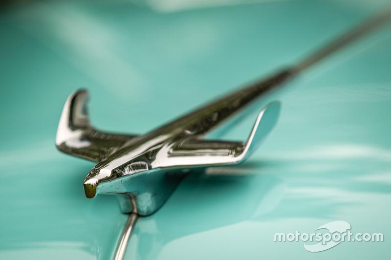 Classic Grand Tour: орнамент на капоті Chevrolet Bel Air
