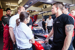 Нарада персоналу Audi Sport Team Joest з гоночним інженером Ліною Гейд