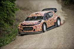 Kris Meeke tests the Citroën C3 WRC 2017