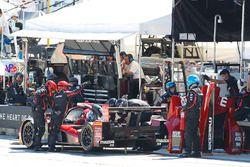 #55 Mazda Motorsports Mazda Prototype: Jonathan Bomarito, Tristan Nunez, Spencer Pigot, pit action