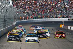 Départ : Carl Edwards, Joe Gibbs Racing Toyota leads