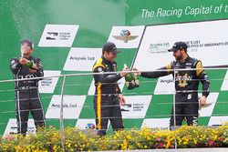 Podium: race winner Simon Pagenaud, Team Penske Chevrolet, second place Helio Castroneves, Team Pens