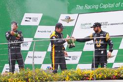 Podium: Sieger Simon Pagenaud, Team Penske Chevrolet, 2. Helio Castroneves, Team Penske Chevrolet, 3