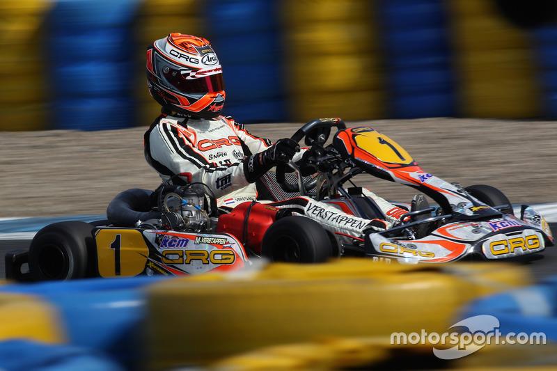 Max Verstappen andando de kart quando mais novo