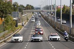 سيارات الأمان فى الطريق إلى بودابست