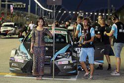 La grid girl di Attila Tassi, B3 Racing Team Hungary, SEAT León TCR