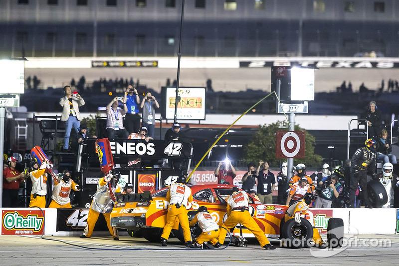 Pit stop, Kyle Larson, Chip Ganassi Racing Chevrolet