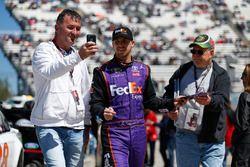 Denny Hamlin, Joe Gibbs Racing Toyota signeert handtekeningen