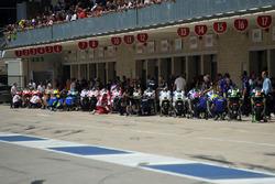 Les motos sur la pitlane