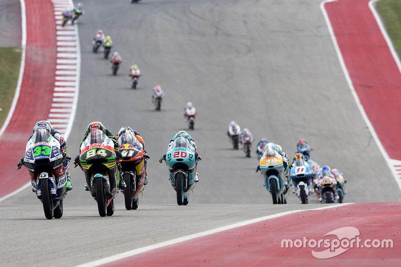 Trois hommes pour la deuxième place en Moto3
