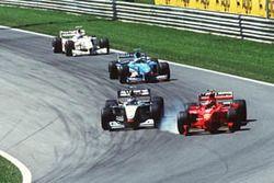 Mika Hakkinen McLaren MP4-14 ve Michael Schumacher Ferrari F399