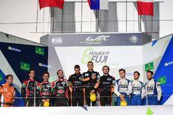 Podio LMP2: i vincitori #26 G-Drive Racing Oreca 05 - Nissan: Roman Rusinov, Alex Brundle, Will Stev