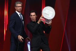 Simon Pagenaud, Team Penske Chevrolet with Verizon P1 award