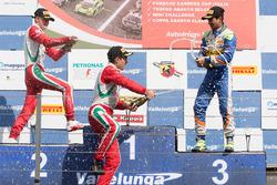Podio carrera 3: ganador Juan Manuel Correa, Prema Powerteam, segundo lugar Mick Schumacher, Prema P