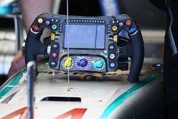 Mercedes AMG F1 W07, lo sterzo