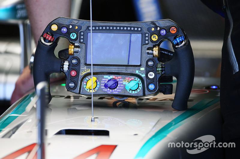 Lenkrad von Lewis Hamilton