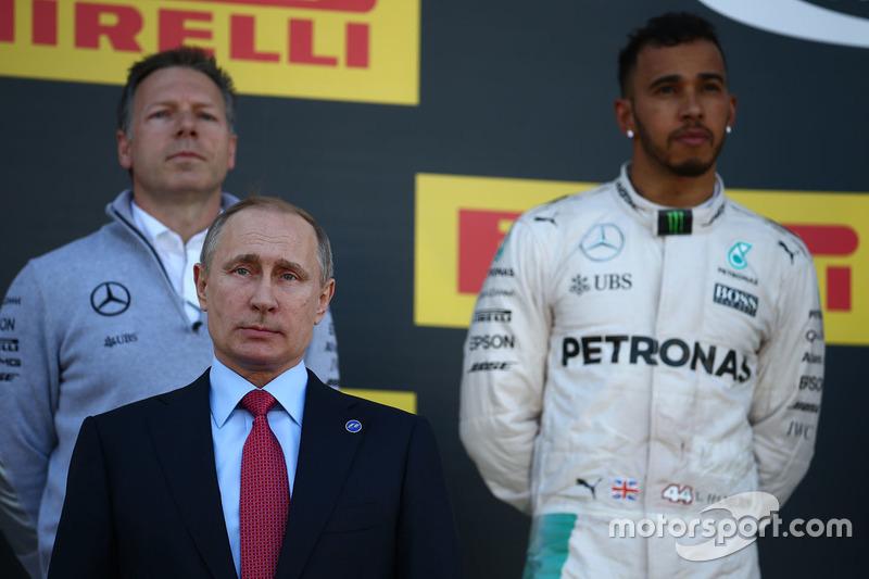 Vladimir Putin, Rusya Federasyonu Başkanı ve ikinci sıra Lewis Hamilton, Mercedes AMG F1 Team