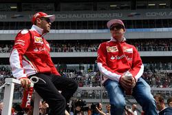 Kimi Raikkonen, Ferrari et Sebastian Vettel, Ferrari durant la parade des pilotes
