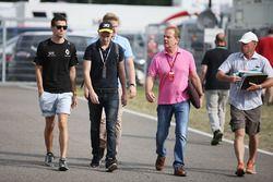 Jolyon Palmer, Renault Sport F1 Team con su hermano Will Palmer y Padre Jonathan Palmer