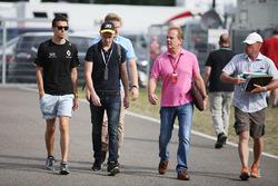 Jolyon Palmer, Renault Sport F1 Team met zijn broer Will Palmer en vader Jonathan Palmer