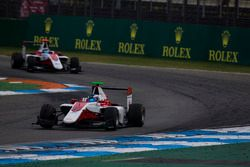 Nyck De Vries, ART Grand Prix devant Alexander Albon, ART Grand Prix