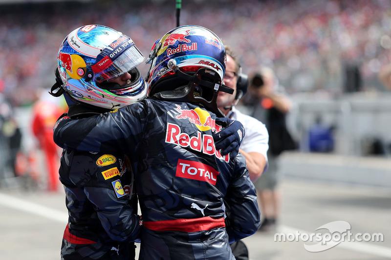 Daniel Ricciardo, Red Bull Racing and Lewis Hamilton, Mercedes AMG F1 Team