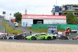 Crash #63 GRT Grasser Racing Team, Lamborghini Huracan GT3: Nicolas Pohler, Mirko Bortolotti