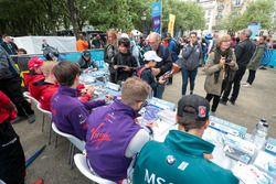 Antonio Felix da Costa, Andretti Formula E Team,Sam Bird, DS Virgin Racing, Alex Lynn, DS Virgin Racing, signent des autographes