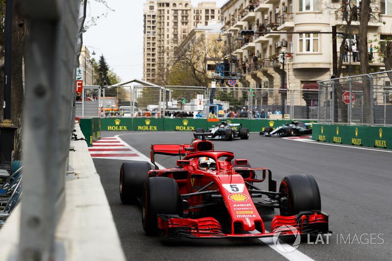 Sebastian Vettel, Ferrari SF71H, Lewis Hamilton, Mercedes AMG F1 W09, Valtteri Bottas, Mercedes AMG F1 W09