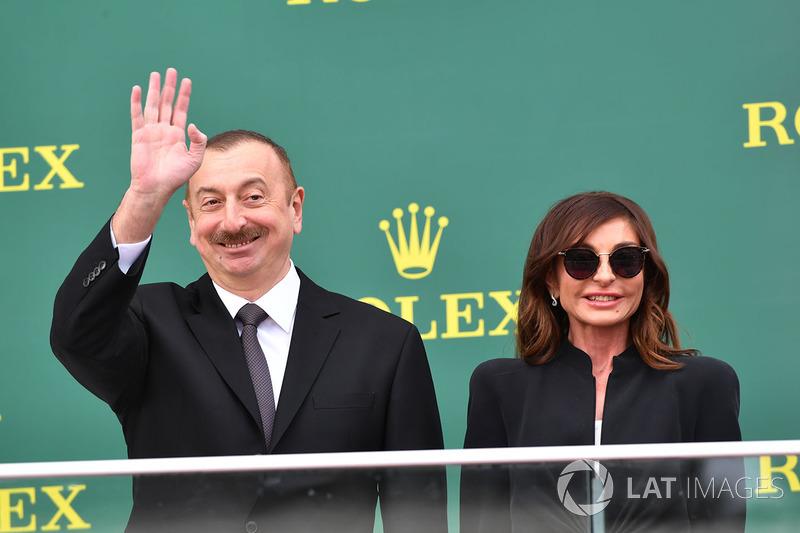 Illham Aliyev, Presidente dell'Azerbaijan, sul podio