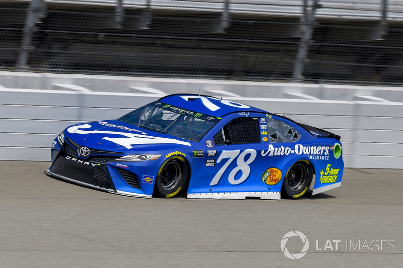17. Martin Truex Jr., Furniture Row Racing, Toyota Camry Auto-Owners Insurance