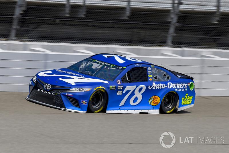 17. Martin Truex Jr., Furniture Row Racing, Toyota Camry Auto-Owners Insurance