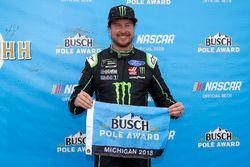 Ganador de la pole Kurt Busch, Stewart-Haas Racing, Ford Fusion Monster Energy / Haas Automation
