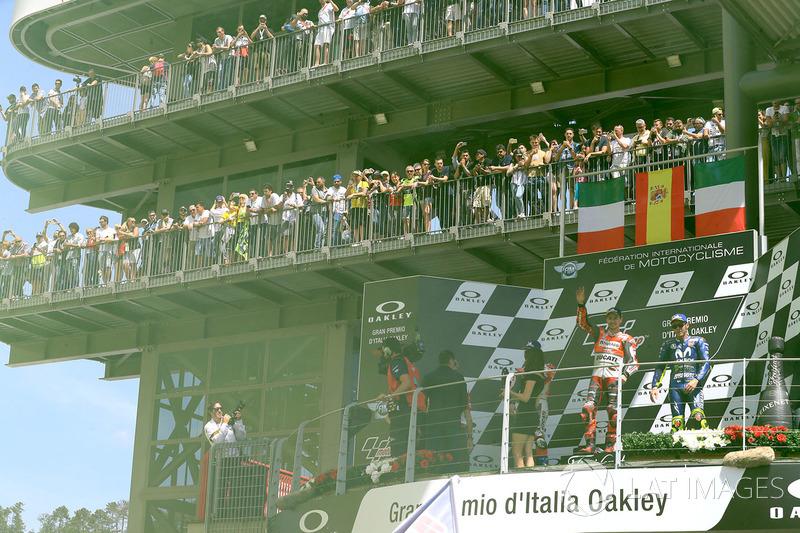 Podio: ganador de la carrera Jorge Lorenzo, equipo Ducati, tercer puesto Valentino Rossi, Yamaha Factory Racing
